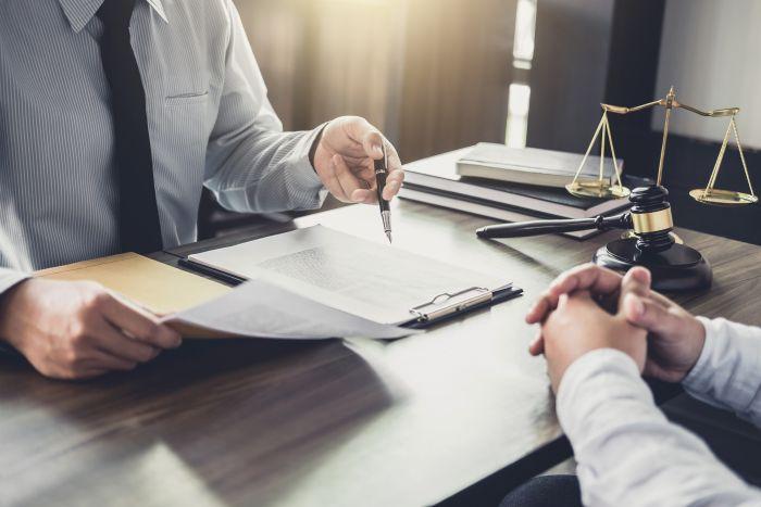 Potrzebujesz pomocy prawnej? Zobacz jak znaleźć dobrego specjalistę.